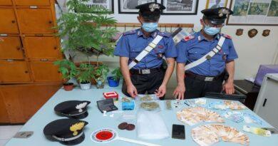 bologna 7 piantine di marijuana, hashish e cocaina in casa: arrestato 28enne