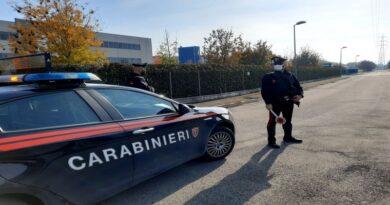 Aggredisce la sorella e infastidisce i clienti di un bar e i carabinieri, arrestato 37enne