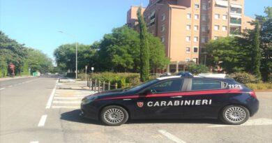 Scoperti mentre spacciavano cocaina in via del Pilastro, arrestati 2 giovani
