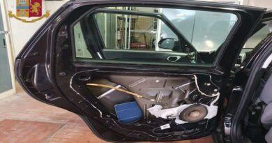 Rubavano oggetti dalle auto in sosta negli Autogrill, arrestate 5 persone