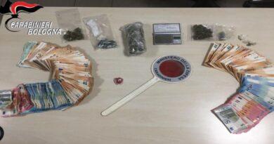 bologna Trovati con 135 grammi tra hashish e marijuana e 17 mila euro in contanti, arrestati due ragazzi