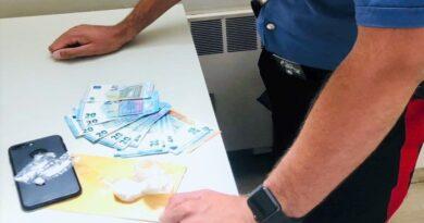 Scoperto mentre spacciava cocaina a Corticella, arrestato pusher