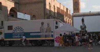 camper vaccinale bologna piazza nettuno