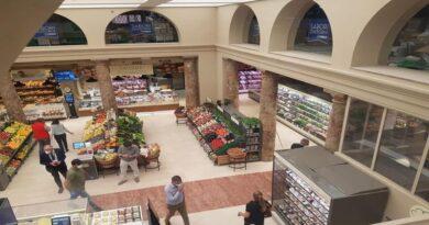 Si apre un nuovo supermercato Conad a Bologna, di fianco la cattedrale