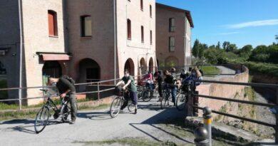 Fin dalla fine del XII secolo Bologna ha saputo utilizzare le risorse idriche del territorio con la costruzione di chiuse, canali e chiaviche per regolare le acque dei fiumi Reno e Savena.
