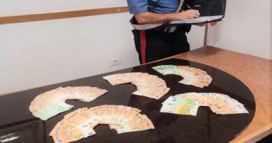 Estorceva denaro al suo ex amante minacciandolo di spifferare tutto alla moglie, arrestata