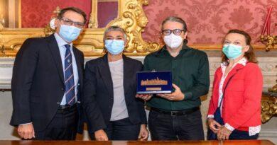 Turrita di bronzo di Bologna al CoroPapagenonato nel carcere di Bologna