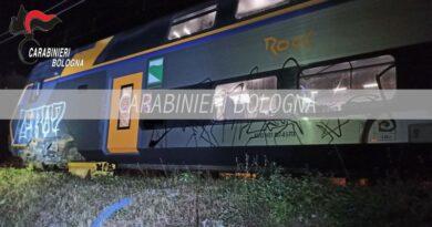 """writer bologna """"Writer"""" imbratta un treno fermo al binario di Porretta Terme, denunciato"""
