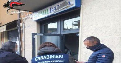 bologna Fanno saltare in aria uno sportello bancomat in via Toscana e rubano il denaro, ricercati i responsabili