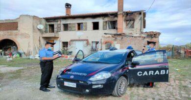 Tre pastori tedeschi bloccati in un casolare in preda alle fiamme, salvati dai carabinieri